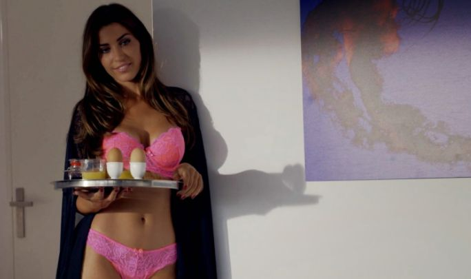 Hollanders worden helemaal gek na sexy 'tepelfoto' van Yolanthe