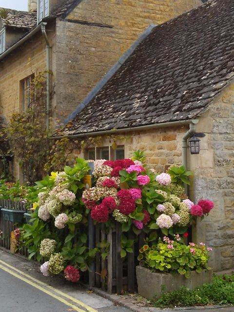 musicandmarkets: The Cream of the Cotswolds: Upper Slaughter