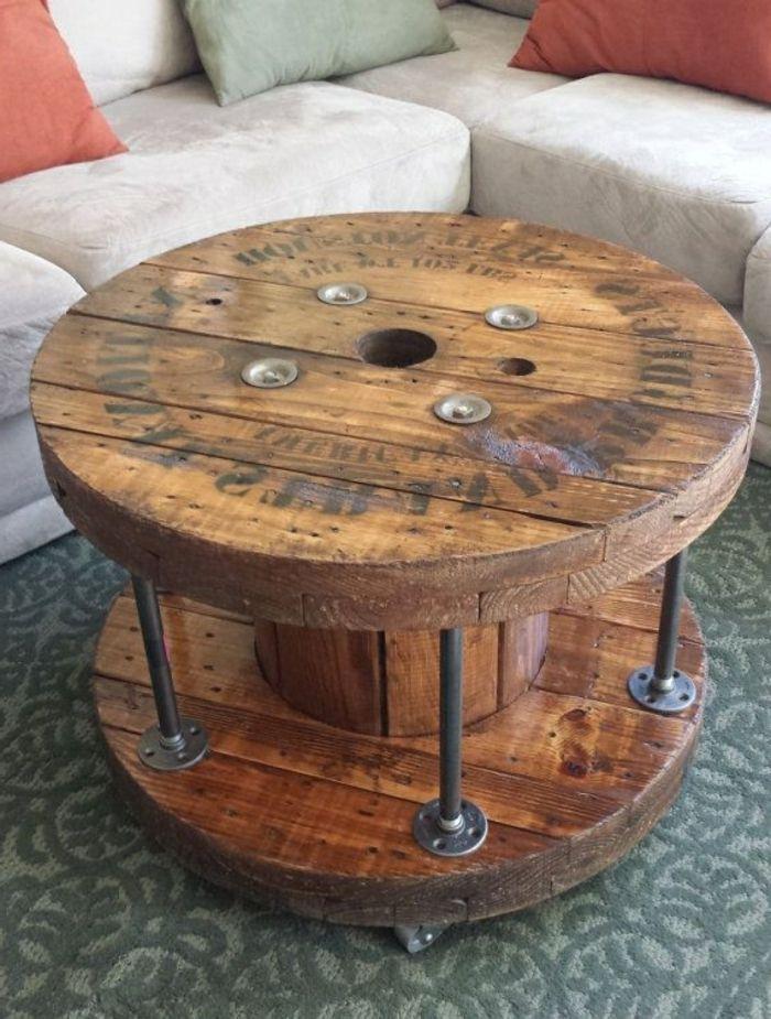 Touret Bois Diy Idees Faciles Pour Un Meuble Unique Table Basse Touret Tables A Tiroir Bobines De Laine