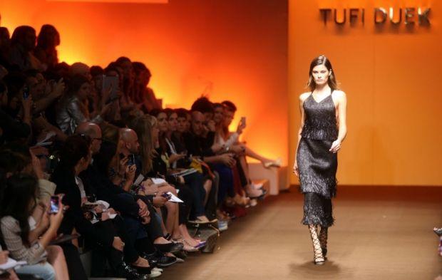 Isabeli Fontana abriu o desfile da grife Tufi Duek