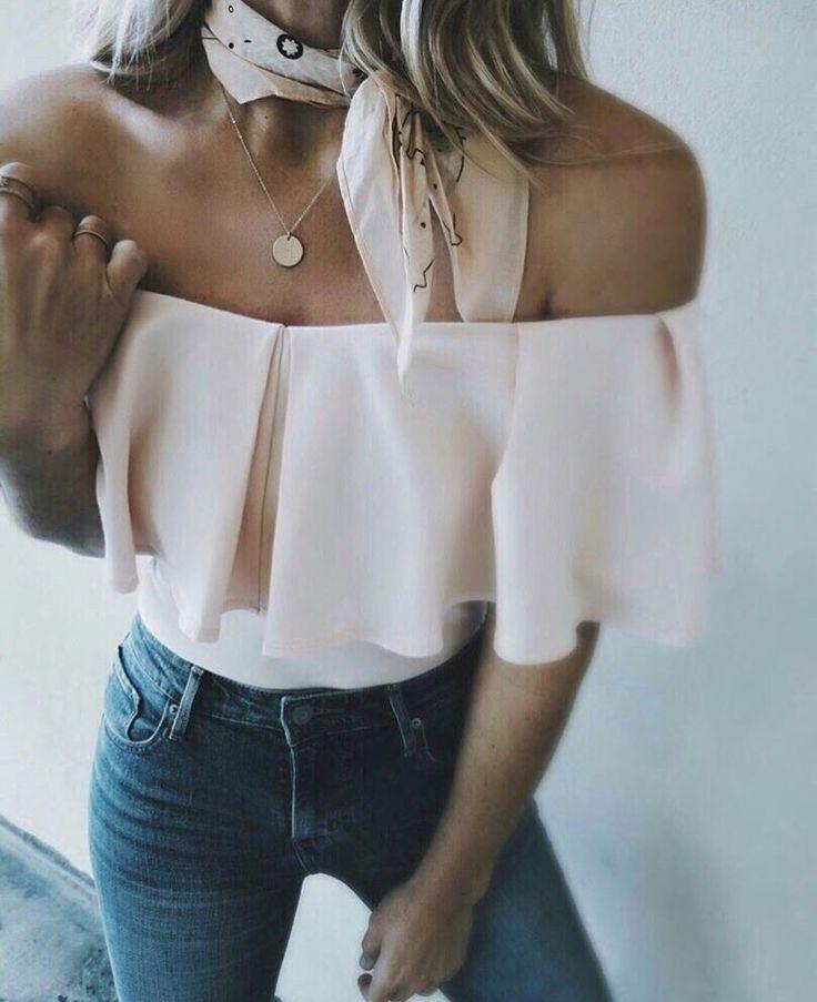 Hermosa blusa de cuello bote con bolados #muysexy
