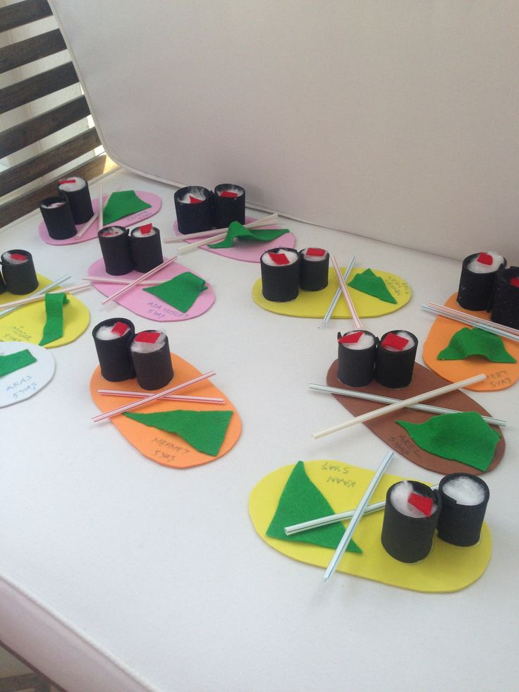 Our theme for the month was Japan and we tried out to make some sushi from cotton. it was a lot of fun for the children of 5 years group.