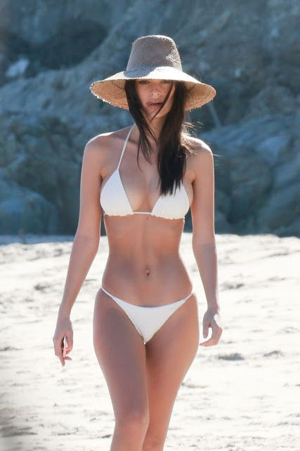 Fashion fan blog from industry supermodels: Emily Ratajkowski - in Bikini on the Beach in Mali...