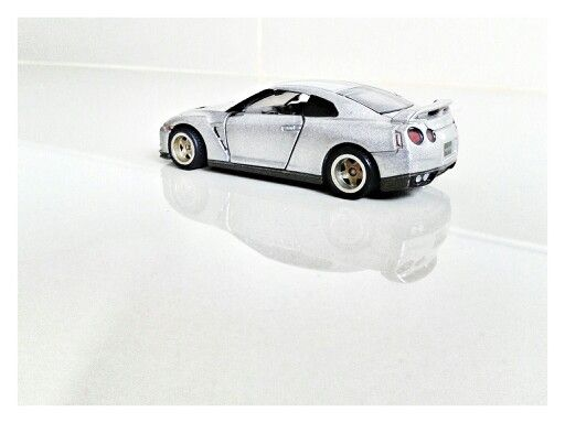 TOMICA - NISSAN GT-R (Customized Wheels)