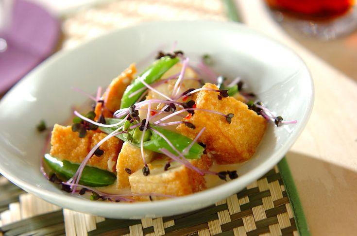 スイートチリソースのほのかな甘みが食べやすい。厚揚げのエスニックサラダ[エスニック料理/サラダ]2009.07.27公開のレシピです。