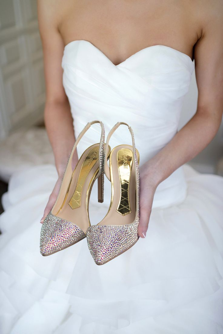 #Magrit & #Bridal Has encontrado ya el zapato de tus sueños? ---------------------------------------------------------------------- #Magrit & #Bridal Did you find the shoe of your dreams? LINK WEB: http://www.magrit.es/es-ES/claudia-cristales-533