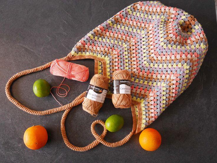 Wiederverwendbare Einkaufstaschen sind super und warum nicht mal eine selber häkeln?! Die Anleitung für eine Häkeltasche im Zickzackmuster aus 2 unterschiedlichen Garnstärken findest Du in meinem Blog: http://tanjasteinbach.de/schaltjahr-und-doch-irgendwie-nicht-mehr-zeit/