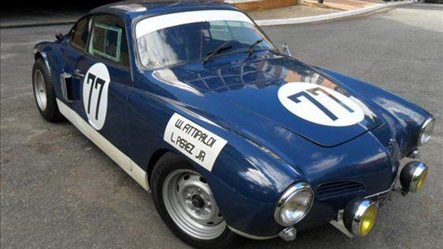 O Karmann Ghia não andava muito — a não ser que fosse um dos Karmann Ghia da equipe de corrida da Dacon, como este que está à venda.