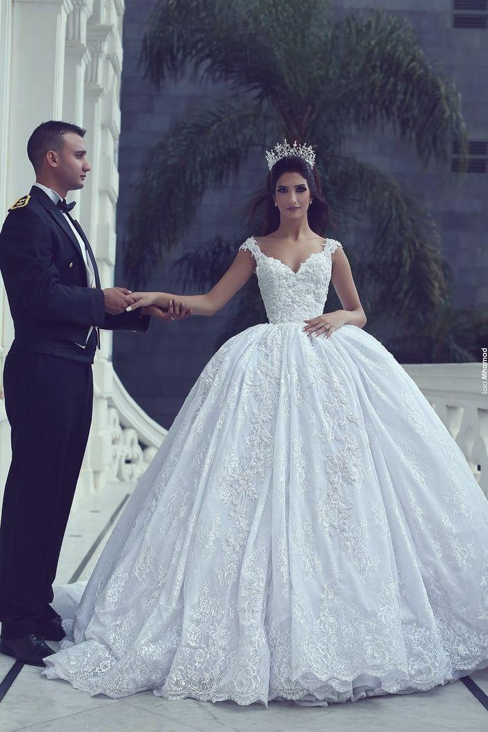 Prinzessinnen Brautkleid, Hochzeitskleid mit V Ausschnitt und Trägern, bodenlang und weit