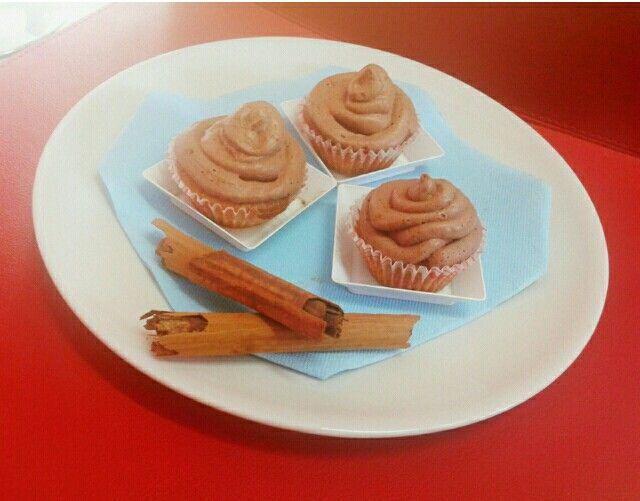 Cinnamon cupcakes.... cupcakes alla cannella con frosting al cioccolato