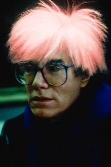 La Galleria Francesco Zanuso di Porta Vigentina a Milano dedica una mostra all'arte di Maria Mulas. Sorella di Ugo, la fotografa predilige come soggetto i ritratti e le architetture. L'esposizione (dal 21 maggio al 5 giugno), propone una selezione di scatti: dalle immagini che ritraggono i grandi dell'arte contemporanea americana degli anni Ottanta (Warhol, Koons, Nauman), alle fotografie che immortalano celebri architetture rese quasi irriconoscibili dall'angolazione e dalla modalità scelte…