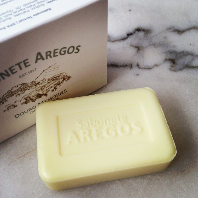 In love with this soap, proudly made at the Douro (a northern region of Portugal) with thermal water of the Caldas de Aregos. it's gentle on the skin and smells like a happy life. Sabonete Aregos by Douro Memories