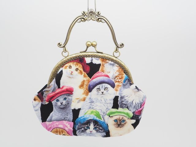 気持ち華やぐがま口バッグ(大)(口金16.5センチ)帽子を被った猫 | ハンドメイドマーケット minne
