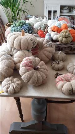 Pompoenen gehaakt en een aantal van jute aardappelzakken gemaakt