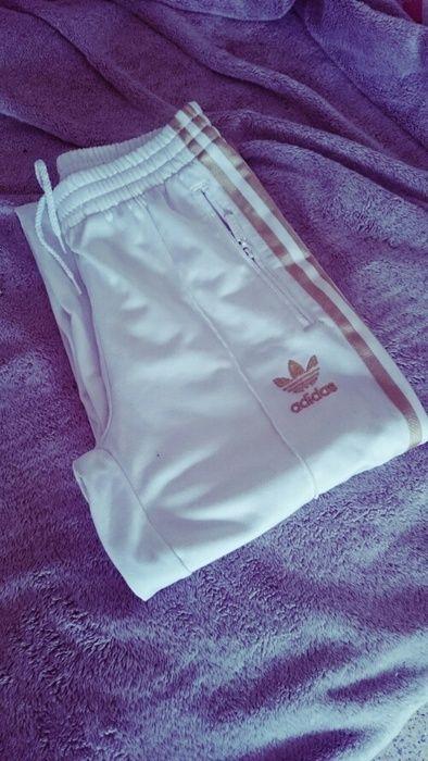 Jogging Adidas blanc & Or Taille 34 Légèrement tâché en bas sinon en très bon état