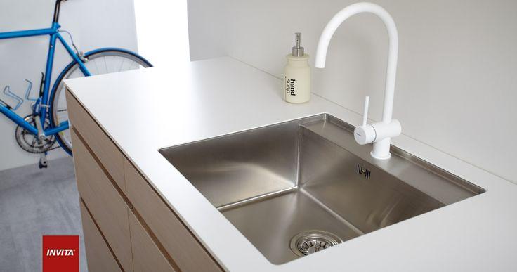 Ultra moderne køkken med tynde gavle og bordplader, sammensat med ...