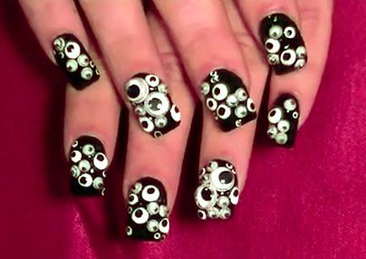 googly eye finger nails: i'm not someone who does my nails but this is awesome for Halloween