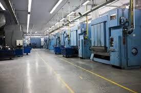 Het overschilderen van reeds geschilderde fabrieksvloeren is geen probleem als de vloeren goed voorbereid worden.