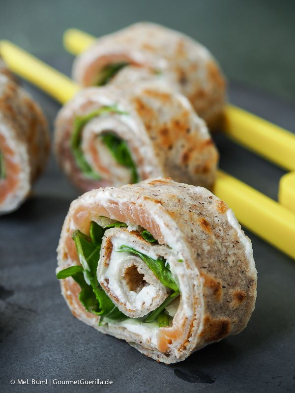 Pikante Buchweizen-Crepe mit Lachs, Rucola und Parmesan | GourmetGuerilla.de