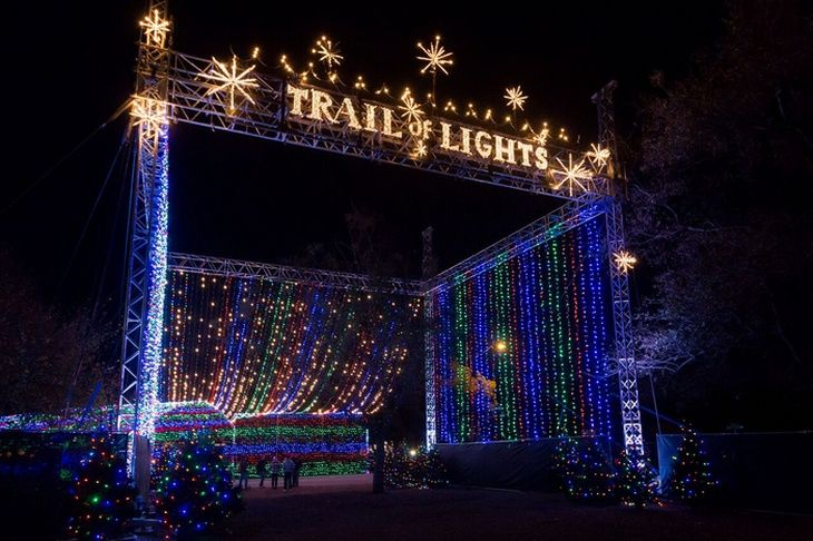 Best Locations to See Holiday Lights for FREE