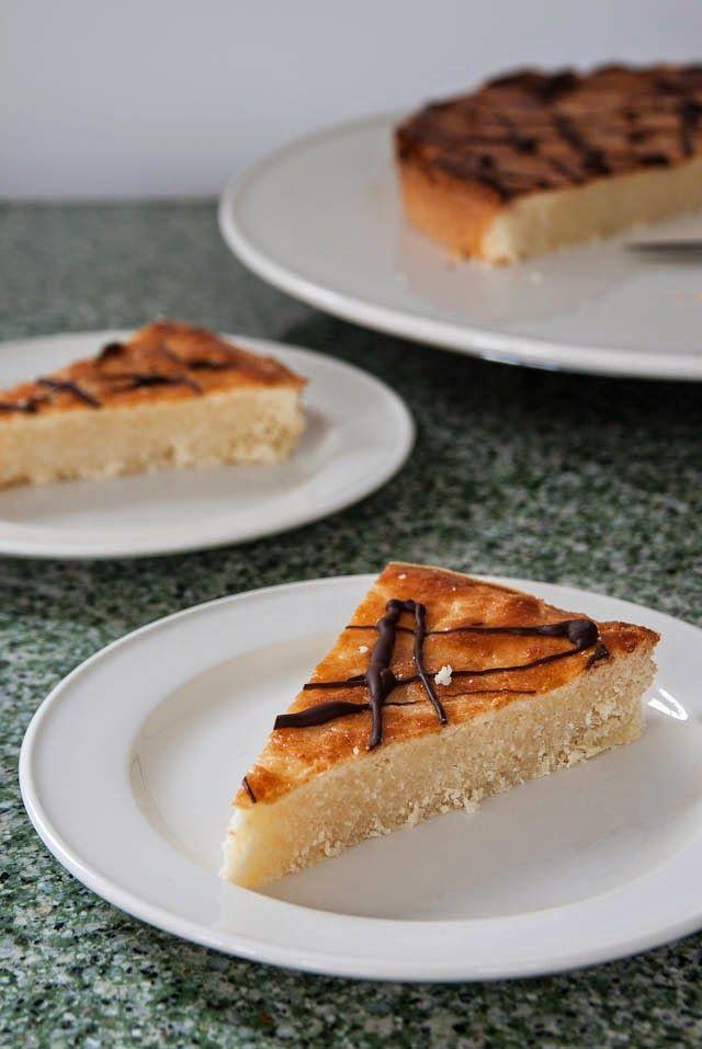 Wat te doen als je weinig tijd heb maar toch iets wilt bakken voor bij de thee of koffie.   Een cake of boterkoek is denk ik wel he...