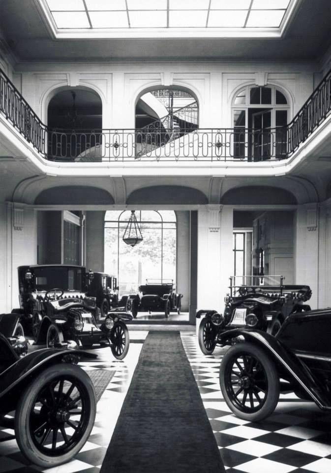 1914 - Intérieur du Magasin Renault des Champs-Elysées