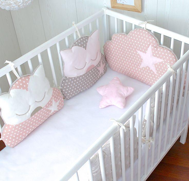 Tour de lit 4 coussins chat et 1 coussin nuage, ton rose poudré et taupe : Linge de lit enfants par petit-lion