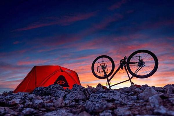 Che Chorley Takes an Epic 3,000-Mile Winter Bicycle 🚲 Odyssey to Shoot 📷 the Australian Coast   LEARN MORE: http://snip.ly/s2xmp?utm_content=buffer30b39&utm_medium=social&utm_source=pinterest.com&utm_campaign=buffer.   #cycling #tour #bicycle #touring #photography #camping #odyssey