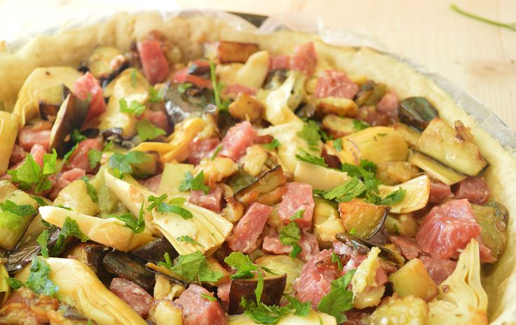 A quiche full, rich and succulent! To prepare for a special dinner offering it, at wish, even as an appetizer, cut into wedges. #quiche with #salami, #eggplants and #artichokes