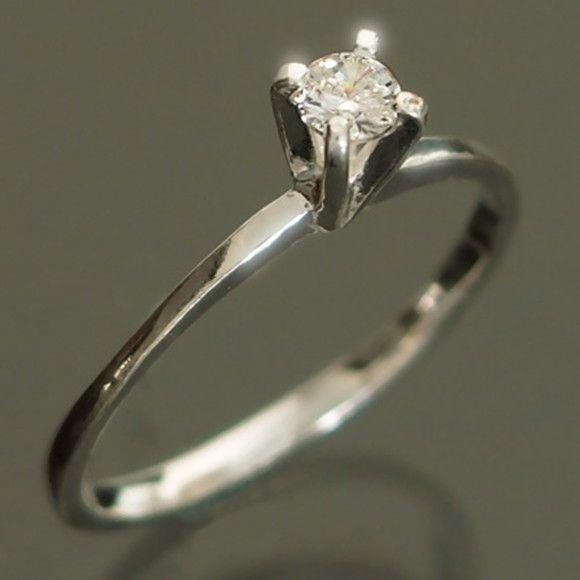Anel de prata 925 solitário com zircônia branca. <br>Tamanhos 16 - 17 - 18 -19