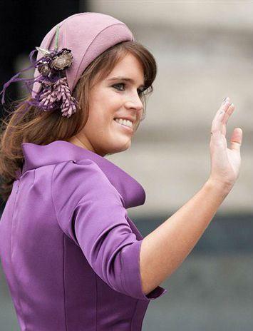 """"""" A Princesa Eugénia de Iorque. Eugenie Victoria Helena, (nasceu em Londres, 23 de março de 1990) é um membro da Família Real Britânica e neta da Rainha Elizabeth II. A Princesa Eugénia é a sétima na linha de sucessão ao trono britânico. Foi batizada..."""