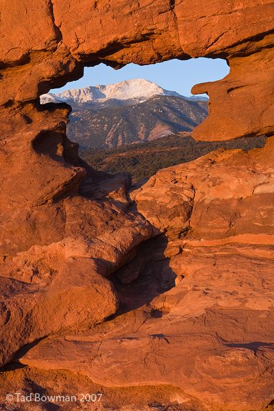 Garden of the Gods pictures, Winter image, red rocks, mountain picture, mountain photo, Pikes peak photos, Colorado, USA. Photo by Tad Bowman.