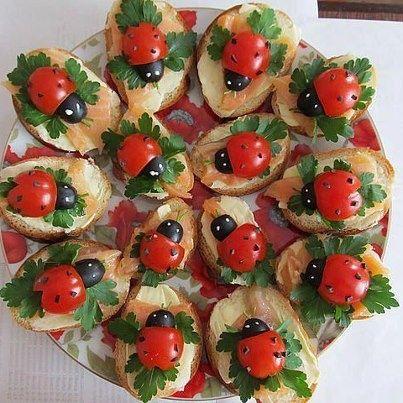 Mariquitas de aceitunas y tomates cherry