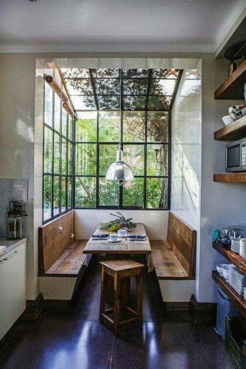 Inspiration Für Schmale Sitzecke In Der Offenen Wohnküche. Eine Schmale  Verglaste Nische Bietet Der Kleinen Küche Eine Gemütlu2026