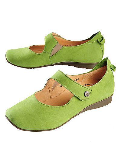 """Think! Spangenschuhe Leila, wiese'Die leuchtenden Farben und die ungewöhnliche Ferse der Think! Spangenschuhe setzen Ihre Füße perfekt in Szene. Das weiche Kalbsnubukleder (chromgegerbt), das zarte Kalbslederfutter (pflanzlich gegerbt) und die flexible Latexsohle der Damenschuhe verwöhnen Sie mit Komfort. Mit Klettverschluss und herausnehmbarem Fußbett. Passform: Think! Leisten """"Chilli""""; normale bis breite Weite. Pflege: Velours-Nubukpflege.'Leisten CHILLI auf Think Homepage: normale Weite"""