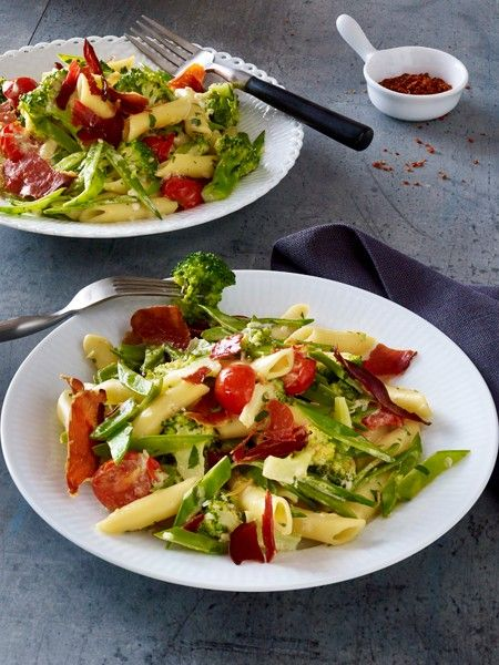 Mit Genuss zur Traumfigur? Das geht mit der Nudel-Diät. Dank Gemüse, Eiweiß und Nudeln nehmen Sie fünf Pfund in fünf Tagen ab. Leichte Pasta Rezepte.
