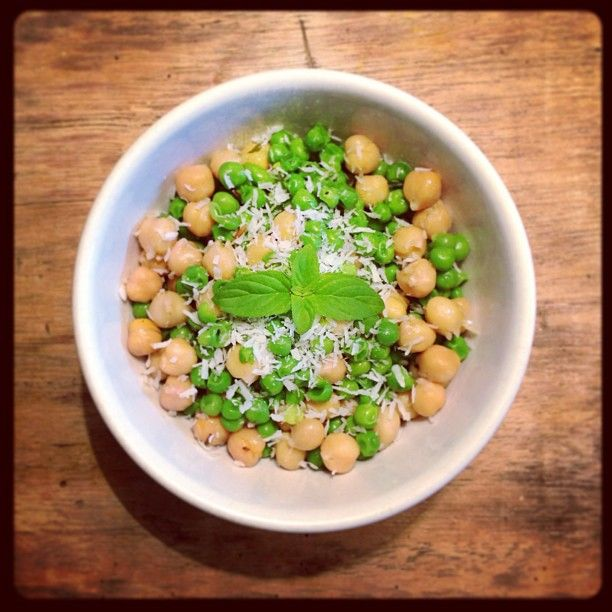 Spicy coconut chickpeas and peas warm salad!! Sooo Good and 100%VEG - Insalata calda speziata di ceci e piselli al cocco <3 #vegan #vegano #salad #summer #sun #spicy #health #healthy #chickpeas #peas #coconut #healthyfood #ilovefood #instafood #ilovetocook #ilovecooking #infoodwetrust #finedininglovers #food #foodie #foodpic #foodlove #foodporn #green #organicfood #organic #yumyum