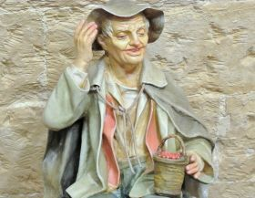 Statue in Papier-mache - Old Peasant of Arte Sacra di Claudio Riso Elderly man sitting, statuette in papier-mâché with ends in terracotta and bust in straw, joining all with flour glue.