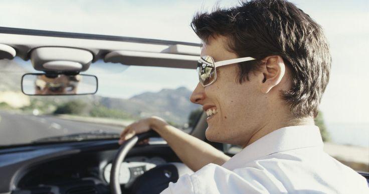 ¿Qué necesitas llevar para renovar una licencia?. Tener una licencia de conducir vigente se requiere para operar un vehículo en los 50 estados. Aunque los requisitos específicos para la renovación de la licencia varían en cada estado, la mayoría de los estados requieren documentación similar al renovar la licencia de conducir. La renovación de la licencia de conducir se vuelve más complicada si ...