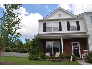End-unit townhouse in highly sought-after SE Charlotte Willowmere Community. SS appliances (WP side-by-side Fridge 2016, Bosh Dishwasher 2014, Samsung Convection Range 2014). Freshly painted throughout. New Roof 2013. HVAC 2017 (w/10 yr-transferable wa...