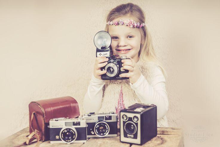 Een mooie reportage van je kinderen om te bewaren of om bijvoorbeeld cadeau te doen aan opa en oma. Van Maandag tot en met vrijdag Een kinderportret-reportage van een uur in mijn studio. Prijs voor...