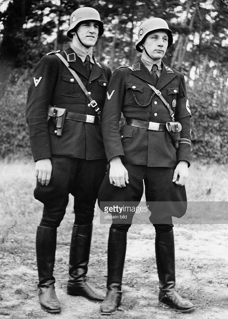Untersturmfuehrer Kretschmann (ri) and Untersturmfuehrer Hildebrandt of the Berlin Gestapo in uniform - Photographer: schirner Sportbild- Published by: 'B.Z.' Vintage property of ullstein bild