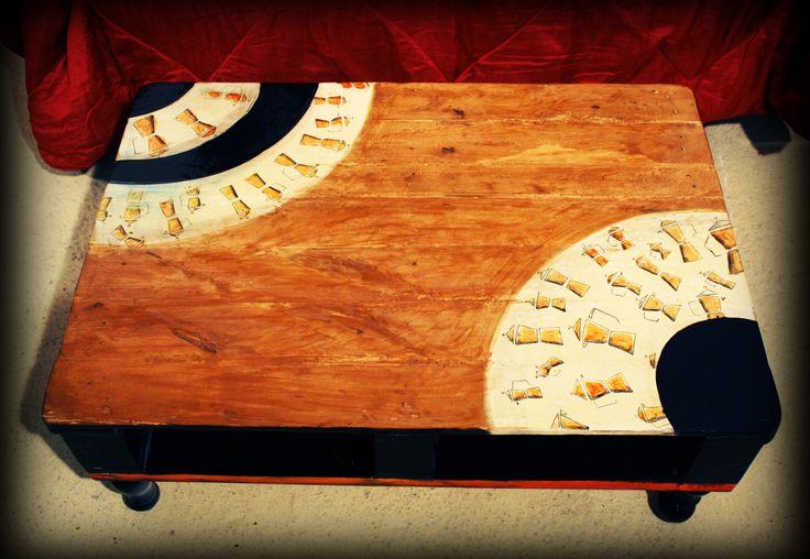 """Il Mobilaccio presenta il """"Tavolinetto Moka"""" da posizionare di fronte ad un comodissimo divano. Ricavato dalla ristrutturazione di un """"pallet"""", con l'aggiunta dei piedi provenienti dalla spalliera di un letto. Il Tavolo Moka è completamente dipinto a mano!"""