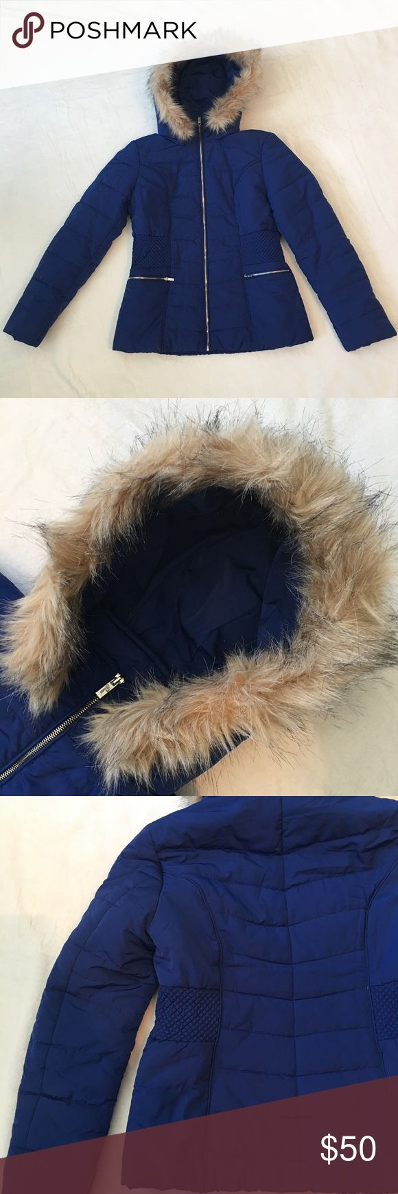 """🎉Clearance🎉 Guess Women's Puffer Coat NWT Gorgeous brand new coat with removable faux fur hood. Two zip pockets. 100% polyester. Bust is 21.5"""" armpit to hem is 16.5"""". T2 Guess Jackets & Coats Puffers"""