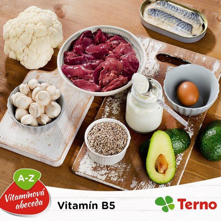 Kyselina pantoténová alebo antistresový hormón, pod týmito názvami sa skrýva vitamín B5. Ako sme už naznačili, jednou z jeho úloh je bojovať proti stresu, pomáha pri vytváraní červených krviniek a tiež pri trávení. Bohatými a hlavne zdravými zdrojmi sú paradajky, šošovica alebo avokádo. Ktorú z týchto potravín máte vo vašom jedálničku najčastejšie?