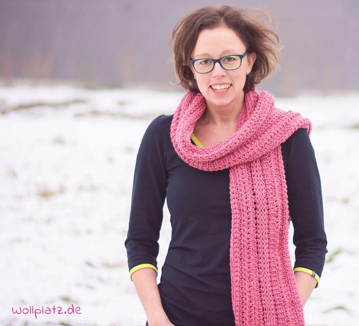 Annemarie entwirft einen Schal, den Männer und Frauen tragen können. Wollen Sie auch einen Schal tunesisch häkeln? Hier ist die gratis Anleitung.