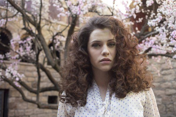 Jessica De Gouw (Dracula). Why won't my hair do that?!?!