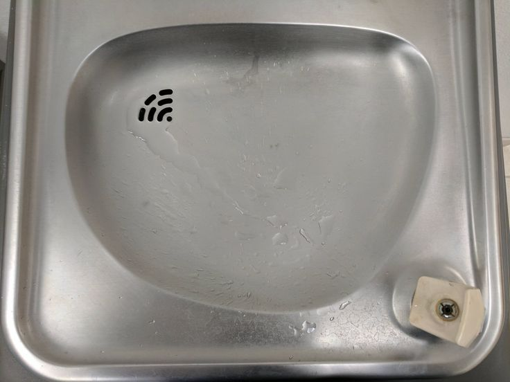 The drain on this water fountain looks like the wifi symbol.