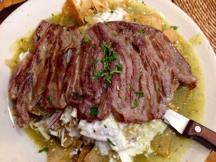 Chilaquiles verdes con arrachera. | Food | Pinterest