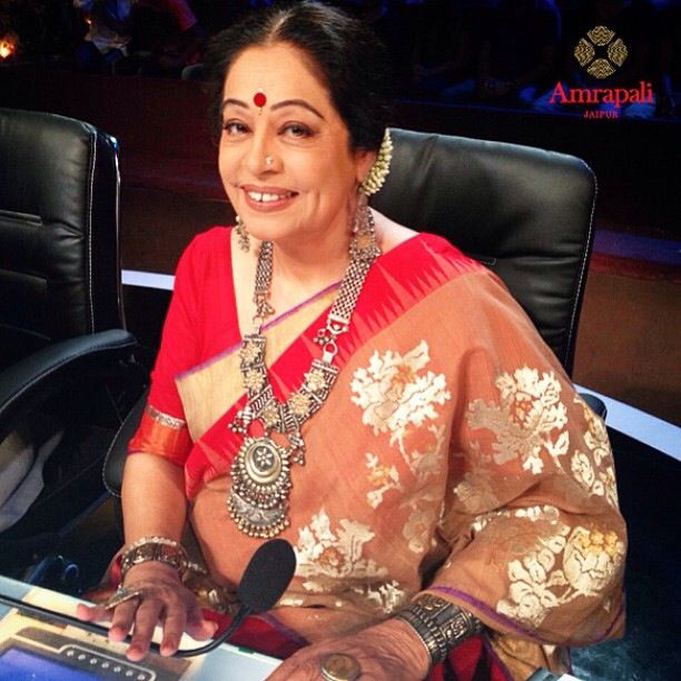 Kiron Kher at IGT with alau rang Shah Saree and Amrapali tribal jewellery. Description by Pinner Mahua Roy Chowdhury.